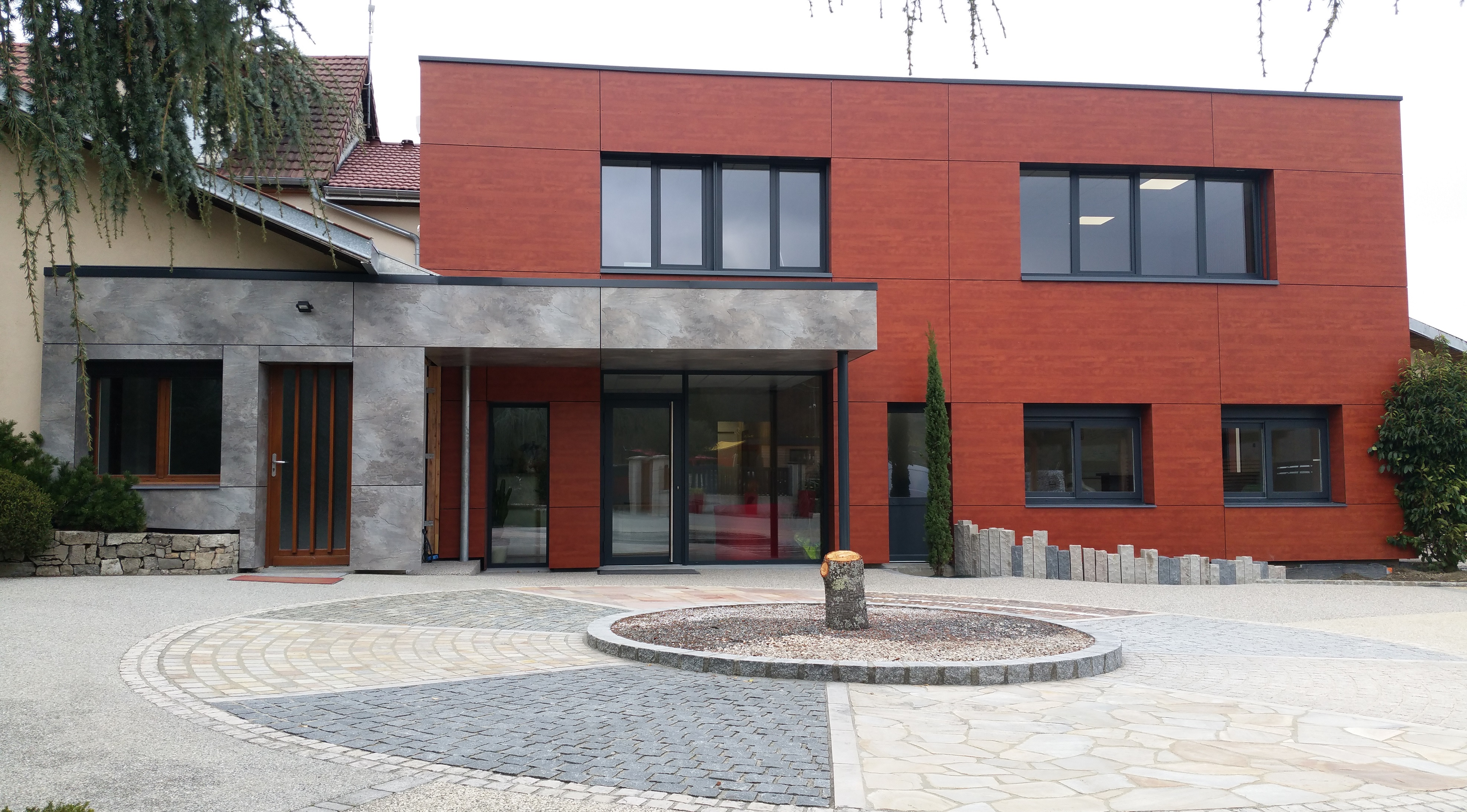 Bureaux de la société Berger Jardins à Chanaz (73). Ossautre bois, Menuiserie, Bardage.
