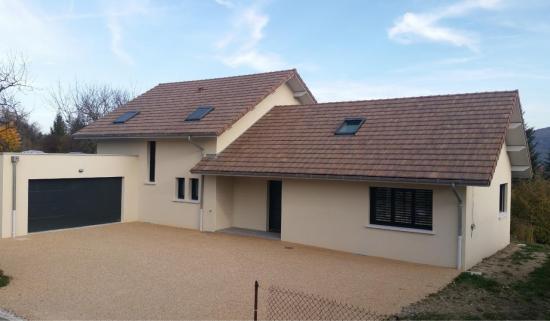 Villa neuve à Belley (Charpente, couverture, zinguerie et menuiserie PVC)