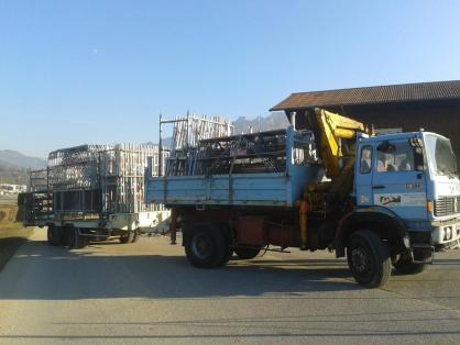 Transport échafaudages sur chantier